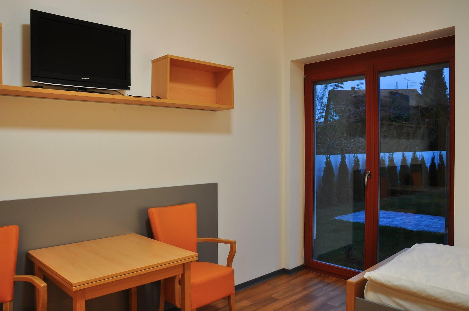 Dvokrevetna soba s balkonom i kupaonicom